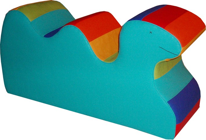 Spielobjekt Regenbogen liegendes Kamel   B/T/H in cm 74/25/38